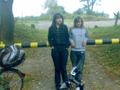 http://blog.pioder.pl/upload/dziewczyny-szlaban.jpg